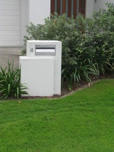 Are the Letterboxes easy to repair if they experience damage such as a car backing into it? - Poly-Tek Australia Pty Ltd Modern Front Yard, Modern Fence, Front Gardens, Farm Gardens, Post Box Modern, Mailbox Landscaping, Landscaping Ideas, Box Design, House Design