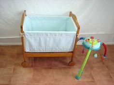 MINICUNA MARRON CON COLCHON…Ref.275 (regalo) Minicuna marrón con colchón y de regalo un juguete didáctico con espejo srriba y muñecos colgando....120 €