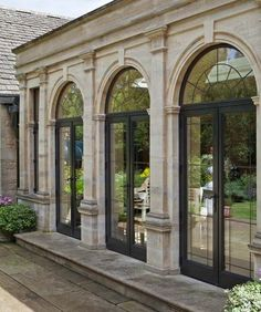 Doors With Advanced System Fan Lights Bronze Doors With Advanced System Fan Lights.Bronze Doors With Advanced System Fan Lights. Classic House Exterior, Classic House Design, Dream House Exterior, House Exterior Design, Window Design, Door Design, Classic Architecture, Architecture Design, New Classical Architecture