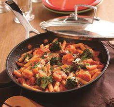 【海老とブロッコリーのペンネアラビアータ】フライパン一つで出来るピリ辛トマトソースのパスタ。冷めても美味しいのでお弁当にもオススメです。http://ow.ly/nu4yS