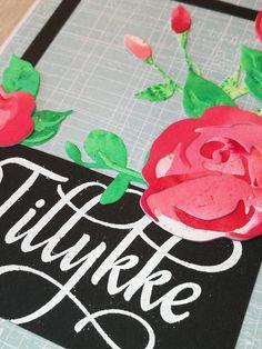 close up af kort med stempelsættet Tillykke med blomster af NHH Design