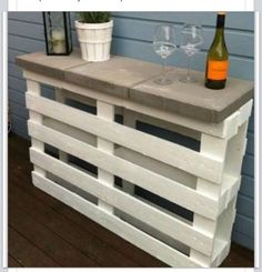 Recycled pallet into bar area #outdoors #patio #pallets #DIY #bar