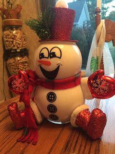 Haz muñecos navideños luminosos usando peceras ~ Solountip.com Pinterest Christmas Crafts, Christmas Arts And Crafts, Christmas Projects, Handmade Christmas, Holiday Crafts, Snowman Christmas Decorations, Snowman Crafts, Christmas Centerpieces, Snowman Hat
