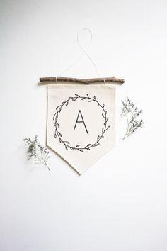 Wil je graag styling advies, kom dan kijken op de website www.littledeer.nl #inspiratie #interieur #pennant #DIY #muurdecoratie #banner