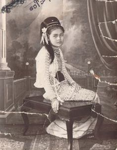 Myanmar old Dress style. Myanmar women love to wear the beautiful flower on their heads