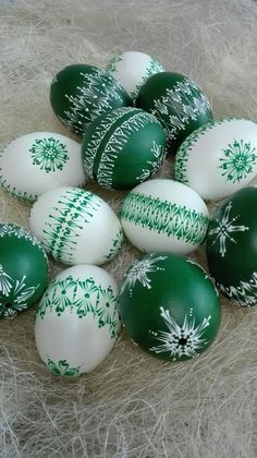 Krasleny eggs Easter Crafts, Holiday Crafts, Holiday Decor, Eastern Eggs, Easter Egg Designs, Egg Art, Garden Crafts, Easter Wreaths, Happy Easter