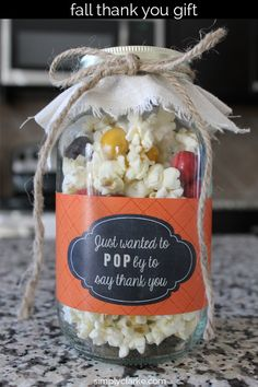 Low-calorie popcorn gift idea for the fall Fall Gifts, Thanksgiving Gifts, Work Gifts, Office Gifts, Low Calorie Popcorn, Fall Gift Baskets, Popcorn Gift, Popcorn Shop, Employee Appreciation Gifts