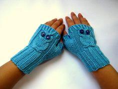 Fingerlose Handschuhe Armstulpen Eule Hellblau von frostpfoetchen, €13.50