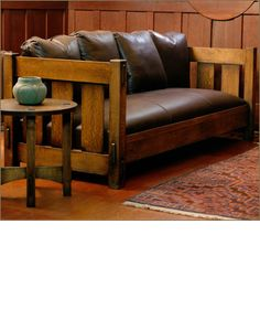 Slat Settle by Caledonia Studio, Arts & Crafts Furniture:::Dream:::One day for my Arts & Craft Home. Craftsman Style Furniture, Mission Style Furniture, Craftsman Interior, Craftsman Style Homes, Dream Furniture, Living Room Furniture, Home Furniture, Funky Furniture, Furniture Styles