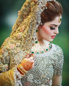 Vera Wang Stylish Bridal Collection for Spring 2016 Pakistani Bridal Makeup, Pakistani Wedding Outfits, Bridal Outfits, Indian Bridal, Bridal Lehenga, Pakistani Dresses, Gold Lehenga, Indian Outfits, Pakistan Bride