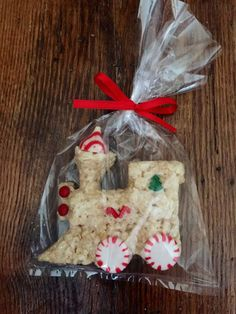crispy treats Yummy, sweet and chewy Train Rice Crispie Treats. These treats are perfect for Christmas or Holiday Season - OR - to send as a gift to someone special. Christmas Deserts, Christmas Party Food, Christmas Eve Box, Christmas Train, Kids Christmas, Christmas Crafts, Christmas Recipes, Christmas Cookies, Holiday Recipes