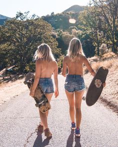 Follow me on IG: @lukebender Topless Hippie Chicks Skateboarding #hippiegirls #skatergirls #hippiestyle