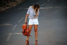 Short blanco y camisa marinera. Accesorios camel. Pinkmomentsblog Tenerife. Bloggers Canarias.