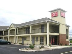 Chambersburg (PA) Red Carpet Inn Chambersburg United States, North America Stop at Red Carpet Inn Chambersburg to discover the wonders of Chambersburg (PA). Offering a variety of facilities and services, the hotel provides all you need for a good night's sleep. Take advantage of the hotel's free Wi-Fi in all rooms, facilities for disabled guests. Designed for comfort, selected guestrooms offer whirlpool bathtub, air conditioning, heating, telephone, television to ensure a rest...
