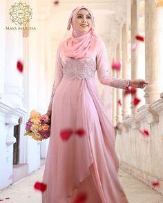 Diana Dress dari @mayamarissa.co tampil anggun dengan kelembuatan warna pink yang memukau, kombinasi material satin berkualiti tinggi dan chiffon soft pink yg eksklusif beralun cantik penuh dramatik. Sempurna dengan hiasan beads purple dengan perincian batu swarovski yang indah.  #mayamarissalaunch #lace #dresses #wedding #event #lace #couture #hautecouture #life #model #hijabista #tunang #longdress #beautiful #inspiration #inspired #malaywedding
