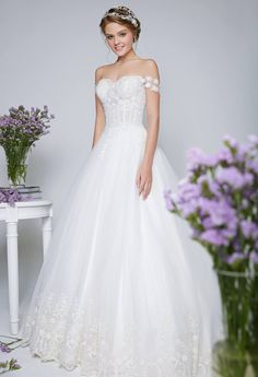 Lace off shoulder wedding gown with sweetheart neckline and tulle skirt // The Wedding Scoop's favorite Rico-A-Mona wedding dresses {Facebook and Instagram: The Wedding Scoop}