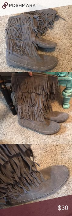 Lauren Conrad gray fringe boots LC Lauren Conrad gray fringe boots. These are in great condition and have only been worn twice!! Super comfy. Size is not labeled on boots but they are an 8.5. I would say these could fit an 8.5-9. I typically wear 8-8.5 and these are slightly too big for me. Comes from a smoke free home! They come about mid-calf. LC Lauren Conrad Shoes Combat & Moto Boots