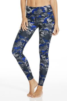 Stretch, bend and hit the streets (and look good while doing it) in this move-easy essential.| Salar Legging - Fabletics