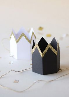 Everyone deserves a crown, especially a mini glitter crown! These are the perfect accessory for a Christmas or News Years Eve party!