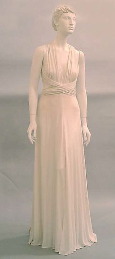 1975 Giorgio de SantAngelo Evening dress Metropolitan Museum of Art, NY See more museum vintage dresses at http://www.vintagefashionandart.com/dresses
