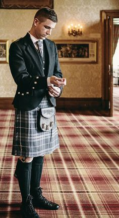 Best man looking handsome in his kilt for the wedding.