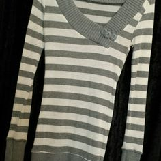 Wide neckline sweater Fitted and long woth button detail Sweaters V-Necks