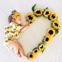 Monthly Baby Photos, Newborn Baby Photos, Baby Girl Photos, Newborn Pictures, Baby Girl Newborn, Baby Baby, Baby Girls, Fall Baby Pictures, Milestone Pictures