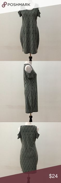 "💥 NEW LISTING Jessica Simpson Dress Size XL💥 Jessica Simpson print dress size XL. Gray/black design. Off-shoulder look.  77% Polyester & 20% Cotton & 3% Elastane.   Approximate measurements:   Bust = 38""   Length = 37 1/2""   Very good condition.   Open to offers.   Thanks! Jessica Simpson Dresses"