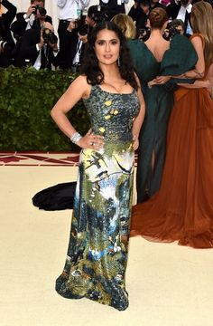 Salma Hayek at Met Gala 2018 : Considering that her style history has some pretty weird or fantastical dresses, I think Met would have been a perfect place to show off something from that collection. This Altuzarra dress is great and she no doubt. Gala Dresses, Red Carpet Dresses, Nice Dresses, Wedding Dresses, Celebrity Red Carpet, Celebrity Dresses, Celebrity Style, Celebrity Photos, Prom Picture Poses
