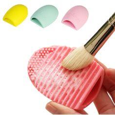 Силиконовая подушечка для чистки кистей для макияжа. Нашла здесь - http://ali.pub/hilvn