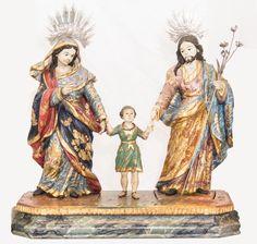 Raro conjunto representando Sagrada Família, madeira policromada. Bahia, século XIX. Alt. 32 x Comp. 35 x Prof. 15,5cm. Vendido 5.200,00.