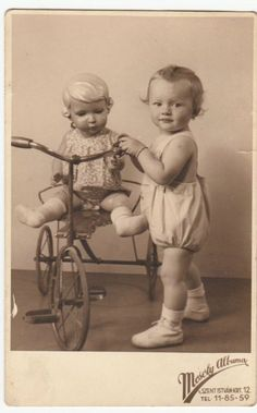 Vintage photo RPPC 1941 antique toys - tricycle, baby toy (she's too small to reach the pedals but her dolly can ride it) Vintage Abbildungen, Vintage Girls, Vintage Postcards, Vintage Toys, Vintage Children Photos, Vintage Pictures, Vintage Images, Children Pictures, Antique Photos