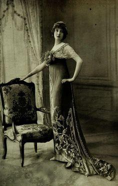Robe de Bal 1912 Les Modes (Paris) 1912 Robe de Bal par Laferriere