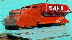 Old metal sand truck. Metal Toys, Tin Toys, Children's Toys, Antique Toys, Antique Metal, Toy 2, Vintage Tins, Vintage Models, Vintage Games