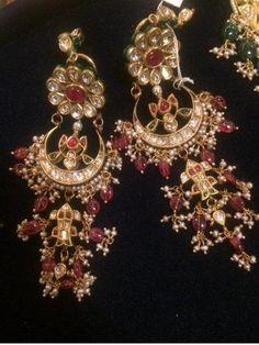 Browse of latest bridal photos, lehenga & jewelry designs, decor ideas, etc. on WedMeGood Gallery. Bridal Party Jewelry, Wedding Day Jewelry, Indian Wedding Jewelry, New Jewellery Design, Jewelry Design Earrings, Gold Earrings Designs, Wedding Jewellery Inspiration, Rajputi Jewellery, Antique Jewellery Online