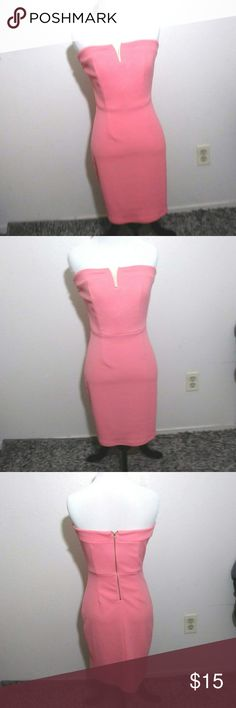 🌸Super Cute Dress Bubble Gum Pink with Gold detail Zip Up Back EUC  Size M Dresses