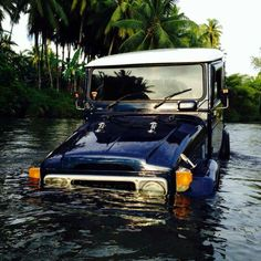 FJ40 - It's only a puddle!