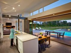 31 clever ways to remodel your home. Accordion glass doors to open your kitchen to the outside while entertaining! Design Case, Deco Design, Accordion Glass Doors, Indoor Outdoor Living, Sliding Glass Door, Sliding Wall, Sliding Windows, My Dream Home, Home Remodeling