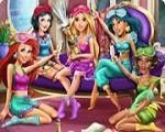 Em Princesas Disney Festa do Pijama, hoje as lindas Princesas Disney: Cinderela, Ariel, Branca de Neve, Rapunzel, Jasmine e Tiana; se reuniram para fazer uma festa do pijama. E você pode se juntar a elas nesta divertida brincadeira. Divirta-se com as Princesas Disney!