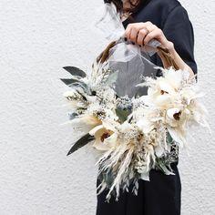 Ivory Wedding Flowers, Floral Wedding, Wedding Bouquets, Modern Wreath, Flower Bag, No Rain, Welcome Wreath, Diy Wedding Decorations, Diy Wreath