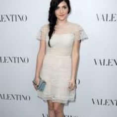 I love this lace dress on Isabelle Fuhrman!!(: