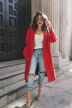 look com calça jeans, tshirt e casaco vermelho look with jeans, tshirt and red coat Pin: 564 x 705 Fashion Mode, Look Fashion, Autumn Fashion, Womens Fashion, Fashion Trends, Fashion Ideas, Red Fashion Outfits, Ladies Fashion, 90s Fashion