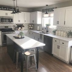 42 Elegant Farmhouse Kitchen Design Ideas To Try Right Now. Kitchen sinks are starting to be home design elements at home. This is obvious because of the designs that the market currently offer for si. Kitchen Decor, Kitchen Inspirations, Home Decor Kitchen, New Kitchen, Home Kitchens, Kitchen Remodel Design, Kitchen Design, Kitchen Renovation, Home Decor