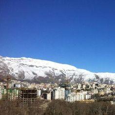 Klein und einmalig, die Ausstellung Servus und Salam in Teheran am 25. Dez. 2012.