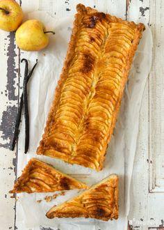 Tarta de manzana y mascarpone Sausage Rolls, Dessert Recipes, Desserts, Deli, Bakery, Cooking Recipes, Sweets, Relleno, Queso