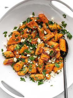dinner side dishes A simple an inexpensive side dish, this Roasted Carrot and Feta Salad combines sweet roasted carrots with salty feta and fresh parsley for a simple salad. Side Dishes For Salmon, Steak Side Dishes, Side Dishes For Chicken, Side For Steak, Vegetable Side Dishes, Vegetable Recipes, Vegetarian Recipes, Cooking Recipes, Healthy Recipes