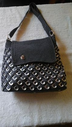 bolso con anillas Pop Can Tabs, Can Tab Crafts, Crochet Rings, Soda Tabs, Pop Cans, Create And Craft, Crochet Purses, Sweet Nothings, Handmade Bags