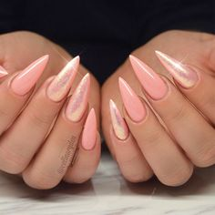 The peach color trend is definitely worth following. And we have a post that can inspire you to commit to the peach color once and for all. Learn how to rock this shade! #nails #naildesigns #peachnails