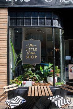 The little green shop – le concept store végétal ᘡℓvᘠ❉ღϡ₡ღ✻↞❁✦彡○⊱❊⊰✦❁ ڿڰۣ❁ ℓα-ℓα-ℓα вσηηє νιє ♡༺✿༻♡·✳︎· ❀‿ ❀ ·✳︎· sat nov Design Shop, Flower Shop Design, Coffee Shop Design, Shop Front Design, Shop Interior Design, Cafe Design, Retail Design, Store Design, House Design
