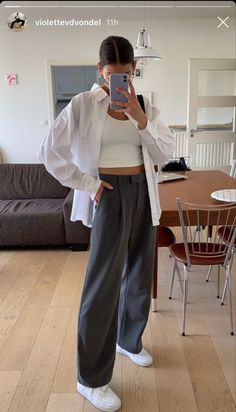 Retro Outfits, Mode Outfits, Cute Casual Outfits, Fall Outfits, Big Shirt Outfits, Loose Pants Outfit, White Blouse Outfit, Oversized Shirt Outfit, Black Pants Outfit
